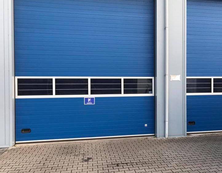 Nieuwe overheaddeur voor uw bedrijfspand? Elzinga Bedrijfsdeuren Techniek levert maatwerk
