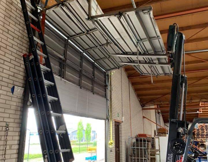 Reparatie overheaddeur . Storing en reparatie Overheaddeur door Elzinga Bedrijfsdeuren Techniek