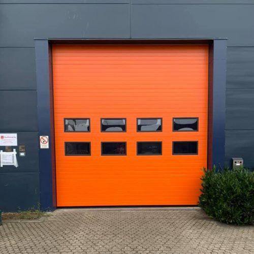 Overheaddeur oranje in Kampen